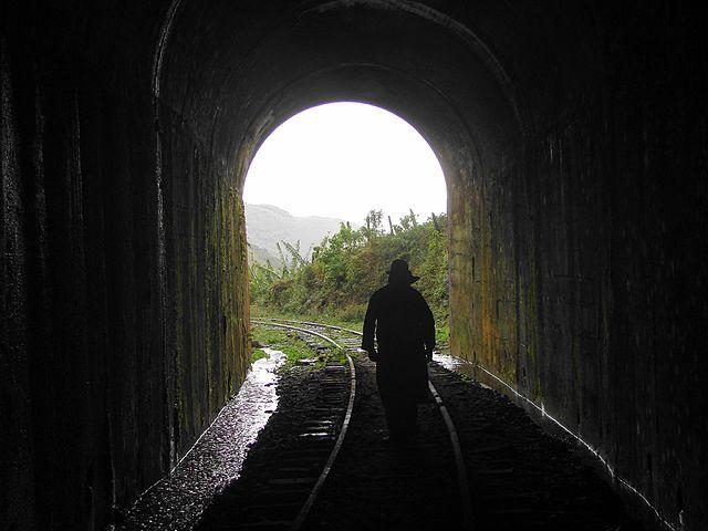 Túnel na Garganta do Embaú